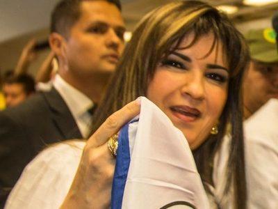 Prófuga, pero protegida, Dalia sigue manejando esquema de contrabando por aeropuertos