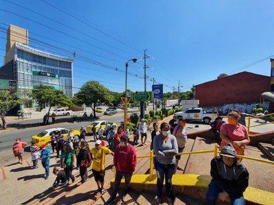 Ñangareko: Se aglomeran pensando que giro tenía límite de uso