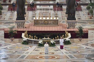 Un Domingo de Pascua con las iglesias vacías y un Papa solo en el Vaticano