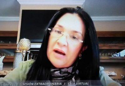 Con amplia mayoría, senadores expulsan a María Eugenia Bajac