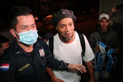 Ronaldinho y su noveno día en la 'celda de oro'