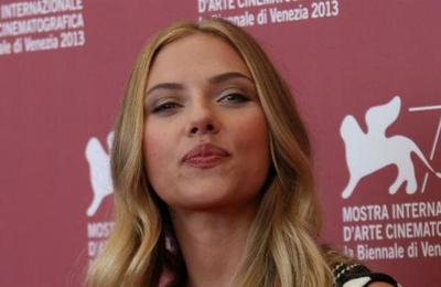 Scarlett Johansson, la razón por la que Hugh Jackman y Ryan Reynolds llevan años 'peleados'