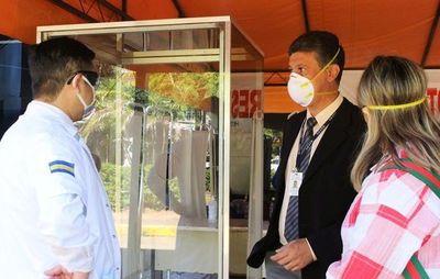 Donan cabina de pruebas de coronavirus al Hospital de Luque •