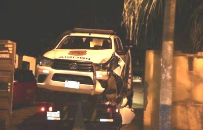 Hombre intenta fugarse en una patrullera durante una intervención y choca el móvil policial
