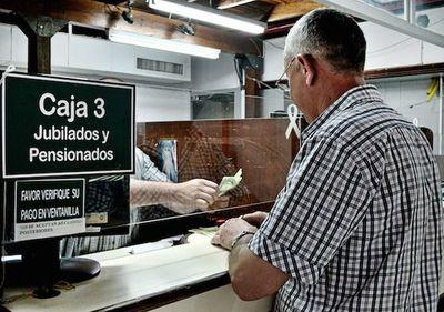 Continúa la entrega de tarjetas de débito por ventanilla a jubilados del IPS