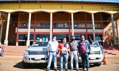 Itaipú dona camionetas a instituciones, una de ellas a la municipalidad de Hernandarias