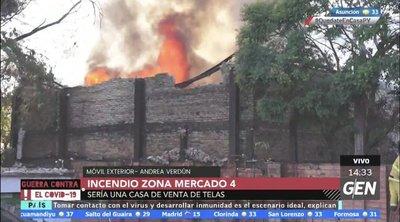 Depósito arde en llamas en zona del Mercado 4