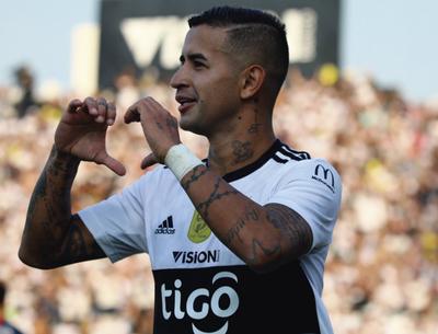 Derlis González hace marcar goles a sus compañeros en la Play