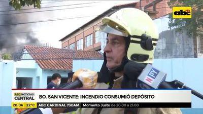 Barrio San Vicente: Incendio consumió depósito