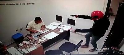Dos delincuentes roban al menos G.17 millones al tomar por asalto una estación de servicios – Diario TNPRESS