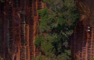 Covid-19: Fosas comunes en Brasil ante el colapso de cementerios