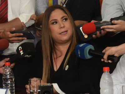 Mario Abdo acepta la renuncia de Patricia Samudio a Petropar
