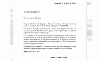 "Escándalo por ""agua tónica"" termina en renuncia de Patricia Samudio"
