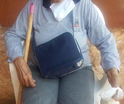 Buscan a familiares de anciana extraviada en Pablo Rojas
