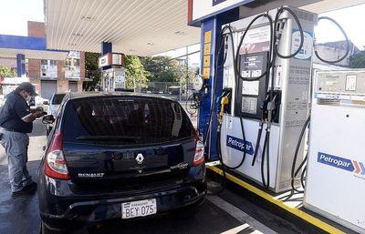 Gobierno evalúa la compra anticipada de combustible