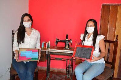 Jóvenes donan tapabocas a la Unidad de Salud Familiar de San Juan Bautista