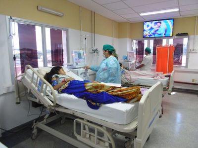 Pacientes renales exigen al MSP pago por servicios del UME