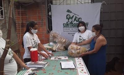HOY / Trabajadoras domésticas entregan kits con 20 kilos de alimentos para cesadas durante pandemia