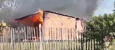 Incendio consumió una humilde vivienda en Concepción