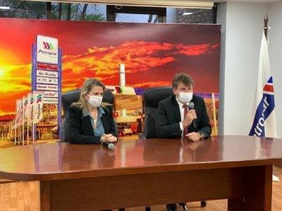 Denis Lichi asume como titular de Petropar