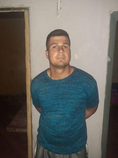 Detienen a prepotente hombre que golpeó a un policía durante control de cumplimiento de cuarentena