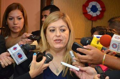 Bancada de Añeteté apaña a Sandra Quiñonez y rechazan juicio