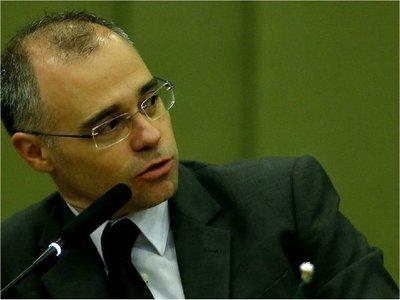 Bolsonaro pone a un pastor como ministro de Justicia