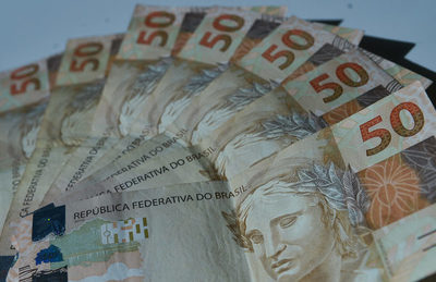 El real se desploma ante el dólar ¿Qué efectos tendrá en la economía de Paraguay?