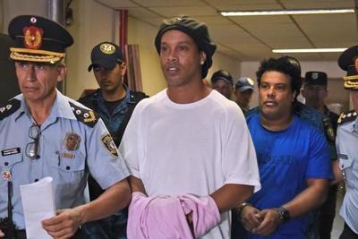Caso Ronaldinho: diario brasileño apunta a negocio de juego clandestino ilegal