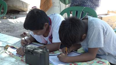"""Con el lema """"Tu escuela en la radio"""" perseveran las clases en la comunidad Cayin o Clim de Neuland"""