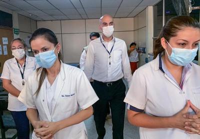 Doctora del Sindicato de Médicos lo confirma: Un profesional gasta entre G. 800 mil y G. 1.200.000 comprando sus equipos de bioseguridad