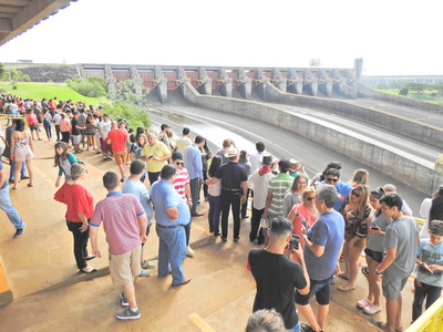 Masiva afluencia de turistas en ITAIPU en lo que va de la Semana Santa