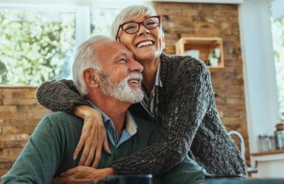 Esta es la edad a la que eres 'oficialmente viejo': es antes de los 60
