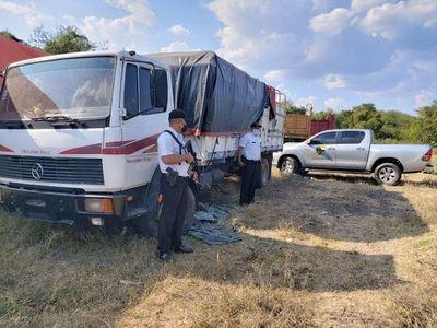 A tiros rescatan camión con mercadería de contrabando