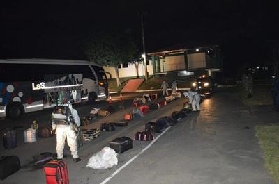 Unos 21 connacionales ingresan al país desde Brasil y guardan cuarentena en sede militar