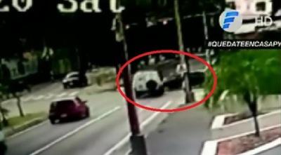 Video retrata accidente choque entre ambulancia y otros vehículos