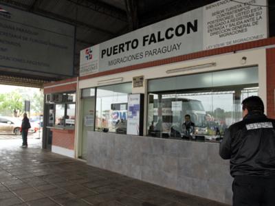 Si Paraguay no autoriza el ingreso, Argentina no deja salir a compatriotas