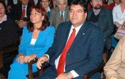 Esposa de exsenador Velázquez ahora es directora de Dinavisa