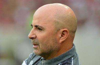 Futbolista dice que Sampaoli lo convenció con 'alcohol y fiestas' para que jugara en Sevilla