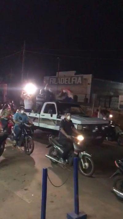 Violaron cuarentena y en caravana recibieron al periodista Chilavert en Concepción