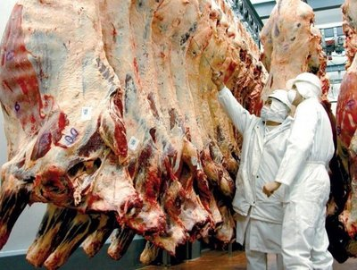 """Ganaderos dicen que alto precio de la carne en supermercados, es inexplicable. """"El costo del producto está por el suelo"""", resaltan"""
