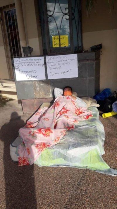 Con huelga de hambre, protestan contra despidos en la Municipalidad de Lambaré