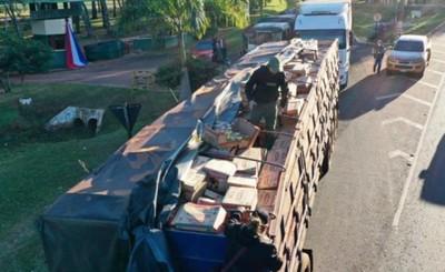Incautan camiones con toneladas de azúcar y aceite de contrabando