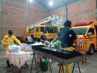 CON VENTA DE HAMBURGUESAS, BOMBEROS BUSCAN RECAUDAR FONDOS PARA COMPRAR EQUIPOS DE BIOSEGURIDAD