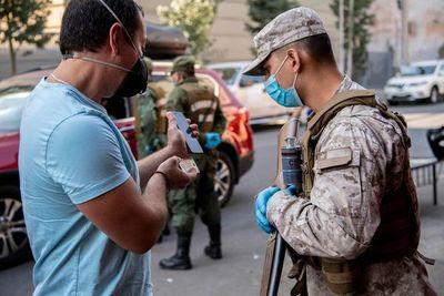"""Chile comienza periodo de mayor """"encierro"""""""