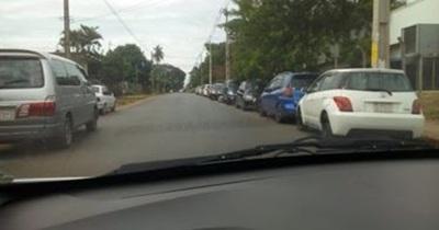 Mitã'i: quejas por vehículos mal estacionados