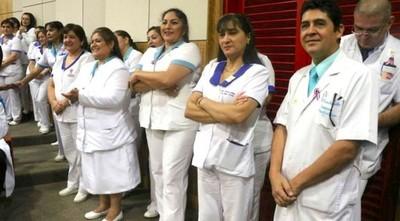Enfermeras celebran su día con escasez de insumos y sin cobrar plus
