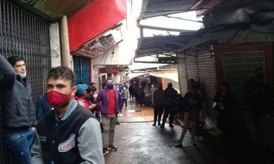 Desde las 00:00 horas forman filas para cobrar subsidios del IPS
