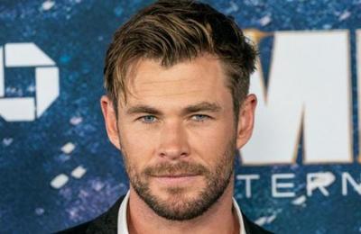 Chris Hemsworth publica fotos con su madre y sus fans no pueden creer lo joven que luce