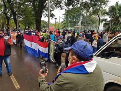 Fiscala y Policía no actúan y manifestantes amenazan a periodistas de La Clave